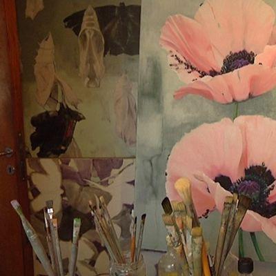Kuvataiteilija Tiina Suikkasen öljymaalaus.