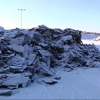 kattohuopajätettä jätekasa Kujalan jätekeskus Lahti