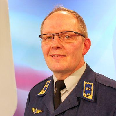 Ilmavoimien esikuntapäällikkö prikaatikenraali Kari Salmi Yle Keski-Suomen TV-studiossa 15.1.2014.