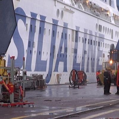 Matkustaja-alus Silja Serenade Turun Korjaustelakalla.