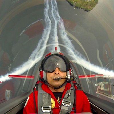 Jordanialainen lentoryhmä ilmassa Saimaan yllä.