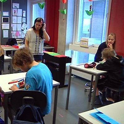 Metsokankaan koulu Oulussa on täynnä.
