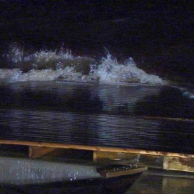 Syysmyrskyn aiheuttamia aaltoja Oulussa