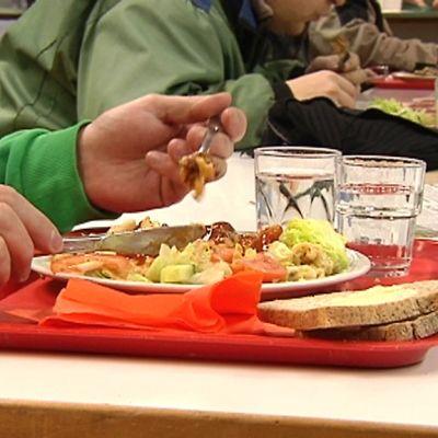 Työttömien ruokailu alkoi kolmen viikon keskeytyksen jälkeen uudelleen Kokkolassa.