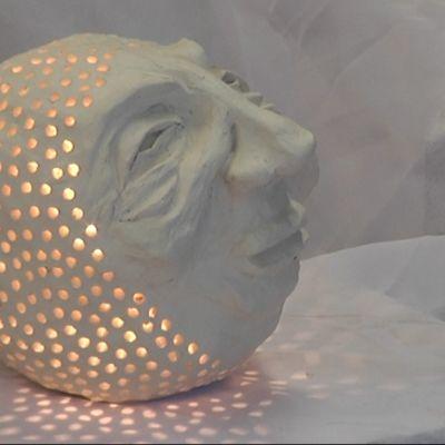 PopUp-taidemyymälässä on esillä 12 taitelijan töitä.