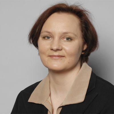Kansanedustaja Anne Kalmari (kesk.)