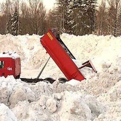 Helsinki tuskailee lumensäilytyksen kanssa.