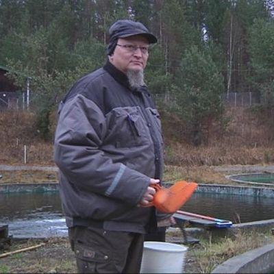 Keskijärven Kalanviljelylaitoksen toiminnanjohtaja Kari Kujala