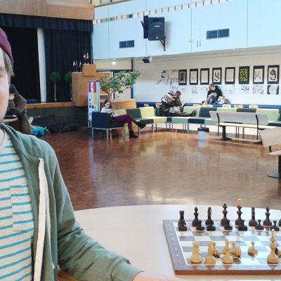 Toista vuotta Itäkeskuksen lukiota käyvän Oliver Bentleyn mielestä tietotekniikan soveltaminen opetuksessa lisää opiskelumotivaatiota.