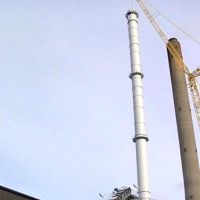 Toppilan turvevoimalan uusi savupiippu