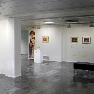 Eero Järnefeltin töitä on esillä Järvenpään taidemuseossa.