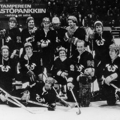 Raittius- ja urheiluseura Zoom maaliskuussa 1974 Tampereen jäähallissa hyväntekeväisyysottelussa.