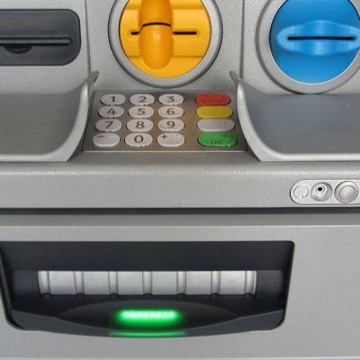 Kuvassa puhuva pankkiautomaatti.