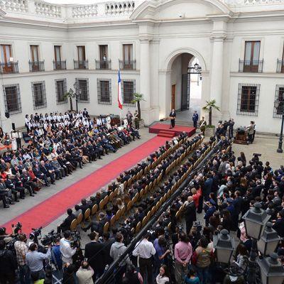 Muistotilaisuus hallituspalatsi