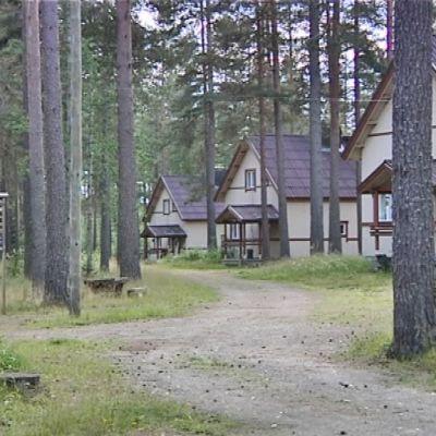 Kansallispuiston ulkorakennuksia.