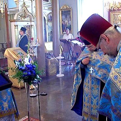 Papit siunaavat Jumalanäidin ikonia