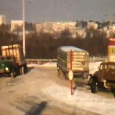Liikennettä Oulussa Tuiran silloilla vuonna 1957.