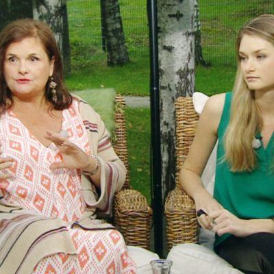 Aamu-tv:n vieraina Laila Snellman sekä huippumalli Johanna Grönholm 20. elokuuta 2013.