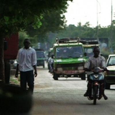 Malilaisia kadulla.