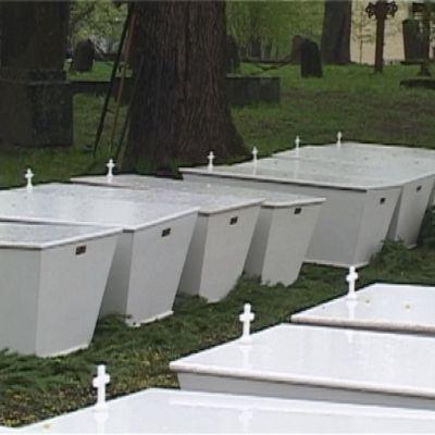Sankarivainajia haudataan