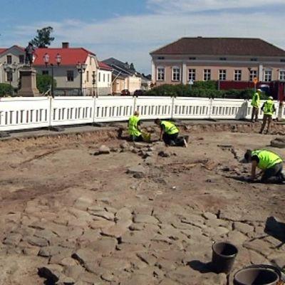 Raahen Pekkatorin kaivaukset kesällä 2013.