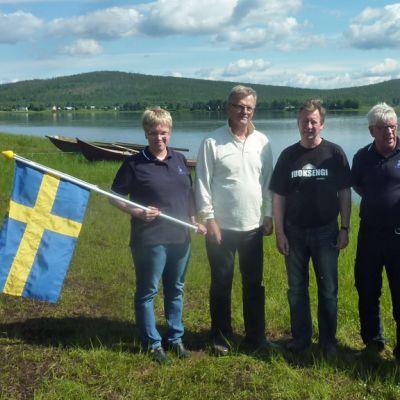 SAC:ssa uidaan myötävirtaan. Linn Bexelius, Anders Lampinen, Bengt-Erik Kommes, Tony Bexelius ja Yvonne Kangas tarkastivat maaliintulopaikan.