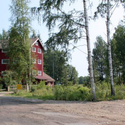 Puhoksen vanha mylly sijaitsee kylän historiallisella teollisuusalueella
