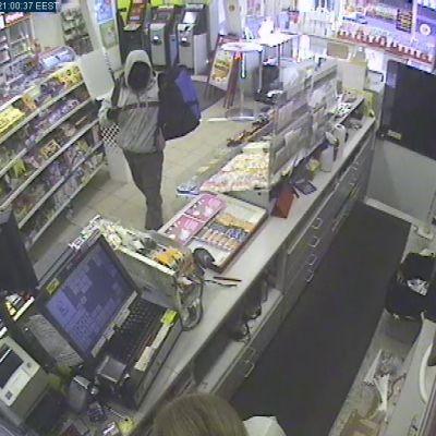 Mies ryösti R-kioskin.