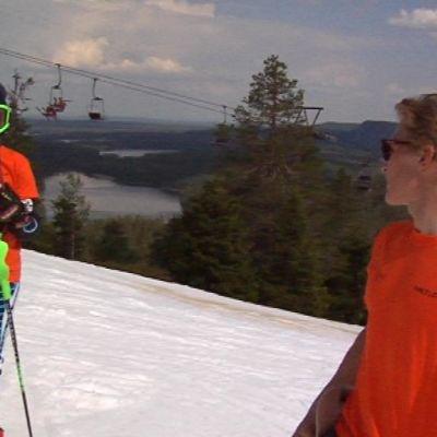 Rukan hiihtokoulu kesällä 2013. Lämmintä +28.
