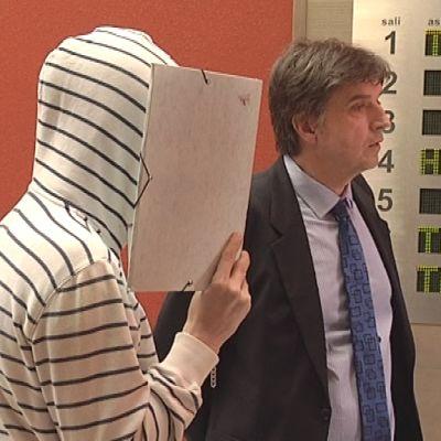 Nettivakoiluoikeudenkäynti tauolla Kouvolan käräoikeudessa.