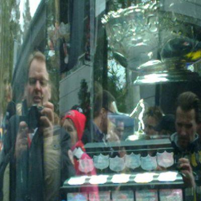 Kanada-malja linja-auton ikkunassa