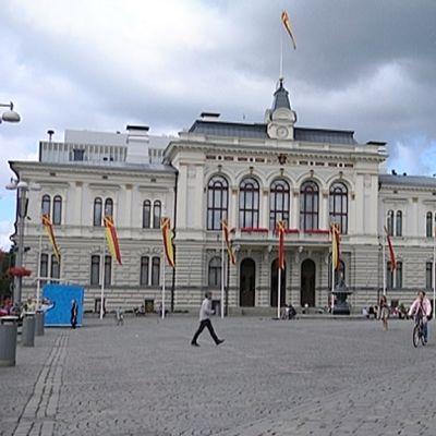 Tampereen Keskustori ja raatihuone.