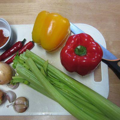 Sipuli valkosipuli paprika varsiselleri chili