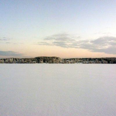 Maisema Raanujärvelllä pakkaspäivänä.