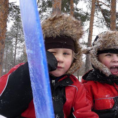 Sotkamolaisveljekset Heikki ja Ville Hyttinen nauttivat vauhdinhurmasta.