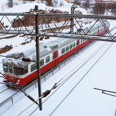 Lähijuna Pasilan asemalla.