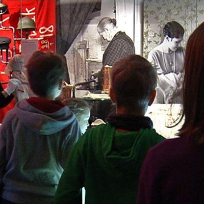 Lapsia museossa