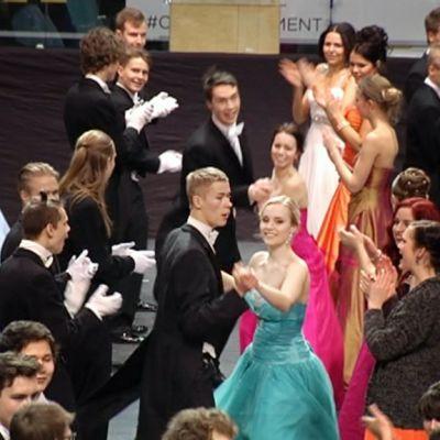 Vanhojenpäivän tanssit Helsingin jäähallissa.