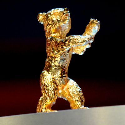 Berliinin elokuvajuhlien Kultainen karhu palkintoveistos.