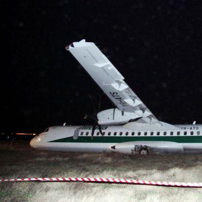Carpatair-lentoyhtiön potkurikone ATR-72  teki epäonnisen laskun yrittäessään laskeutua Rooman Leonardo da Vinci -lentokentälle 2. helmikuuta 2013.