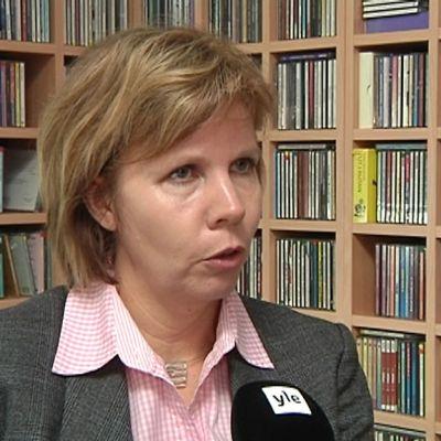 Kuvassa oikeusministeri Anna-Maja Henriksson