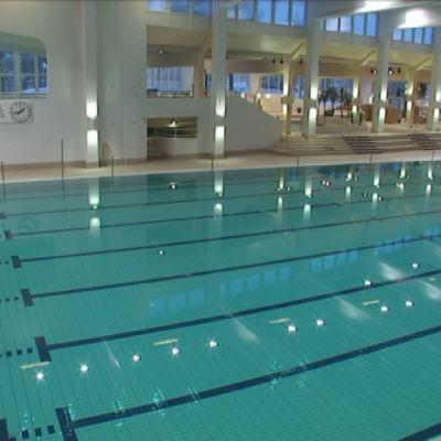 Vesiliikuntakeskus AaltoAlvarin uimaradat.