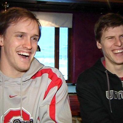 Kokkolan miesten lentopallojoukkueen amerikkalaisvahvistukset John Klanac ja Joe Klein nauravat.