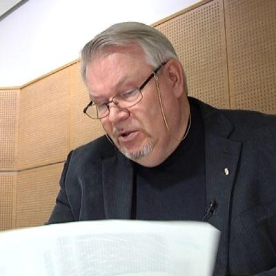 Herastuomarin arvonimen saanut Esko Tuppurainen on toiminut käräjäoikeuden lautamiehenä 16 vuotta.
