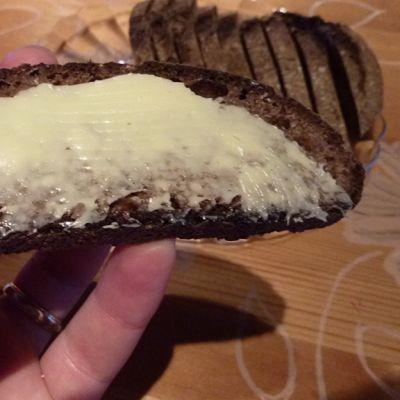 Maalaisvoita leivän päällä.