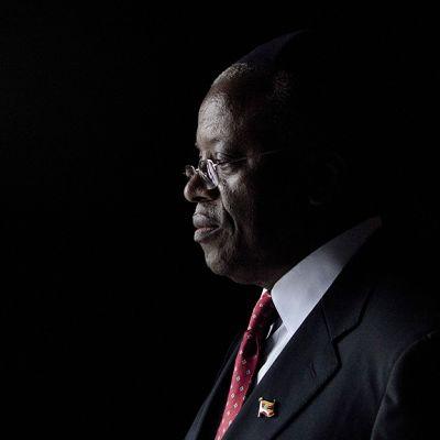 Sivuprofiili Pääministeri Amama Mbabazinista.