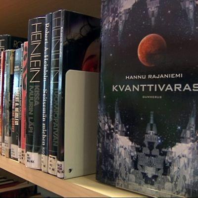 Kirjojen lisäksi kirjastosta lainataan nykyisin paljon AV-materiaalia.