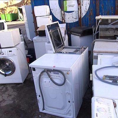 Rikkinäisiä pesukoineita ja mikroaaltouuneja