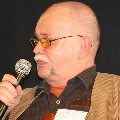 Runoilija Pekka Kejonen Turun Kirjamessuilla 2010.