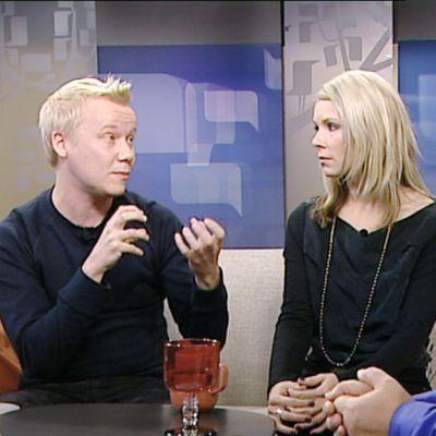 Esko Rautakorpi antoi tähtiluokituksensa kolmelle elokuvalle. Eskon vieraiksi sohvalle istuivat ohjaaja Eirik Svensson ja näyttelijä Pamela Tola.